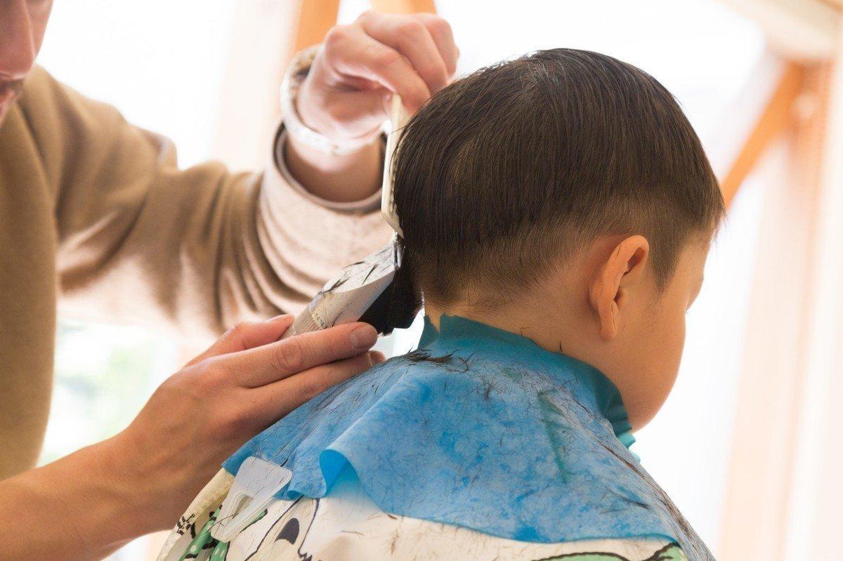 【2020年版】子どもの散髪準備ガイド!自宅でできる人気ヘアスタイルでお洒落に節約チャレンジの画像