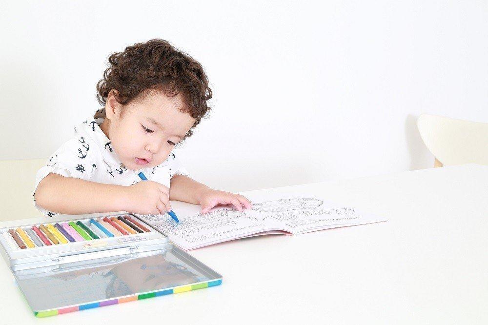 幼児期の塗り絵で自己肯定感アップ!保育士が意識したい塗り絵の活用法の画像