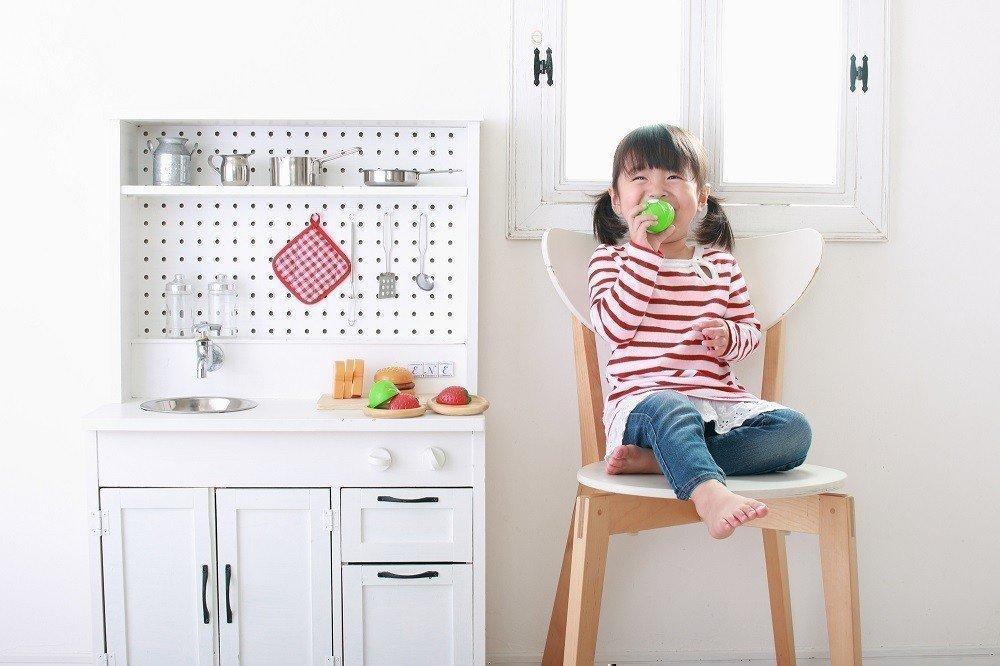 プレゼントに最適!子どもが喜ぶままごとキッチンの選ぶポイントとはの画像