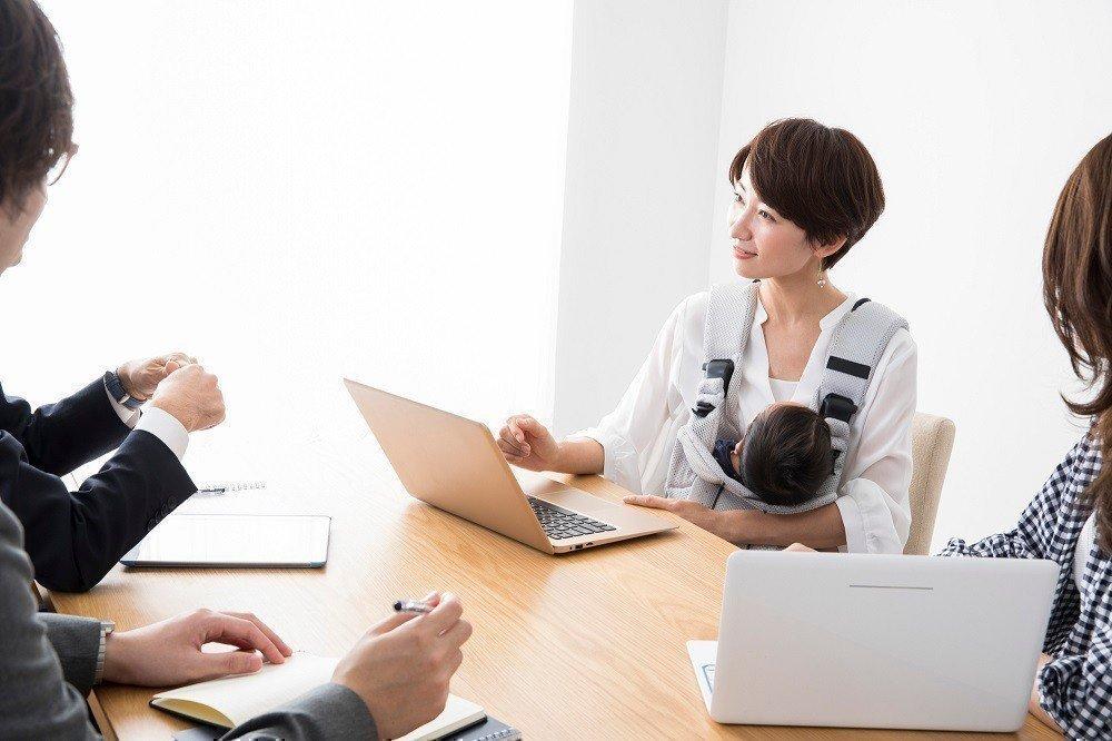政府の子連れ出勤推奨方針。実際に子どもを連れて出社することは可能なのか?の画像